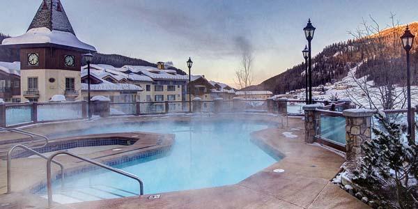 Le sun peaks grand hotel est situ au coeur de la station for Club piscine shawinigan